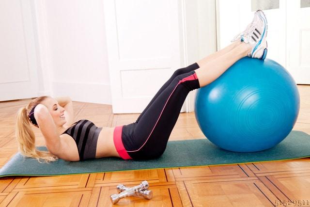 Gymnastikball als Stuhl