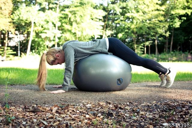 Gymnastikball mit 65 cm